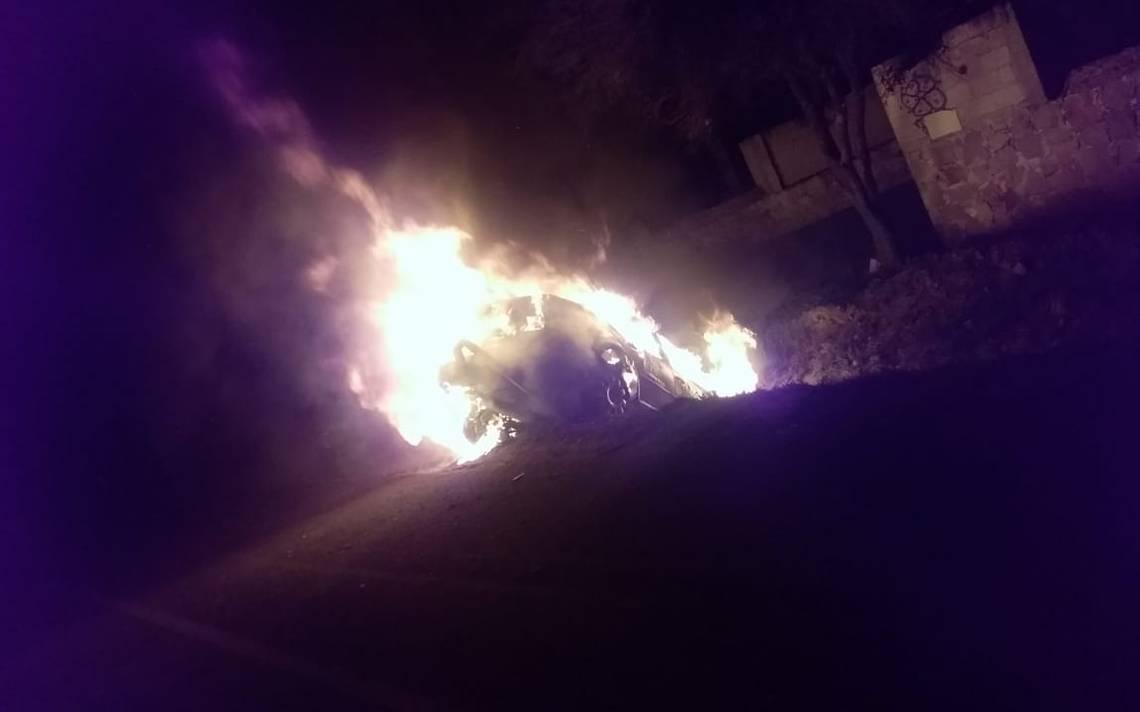 Carro ardió en la 120 - El Sol de San Juan del Río