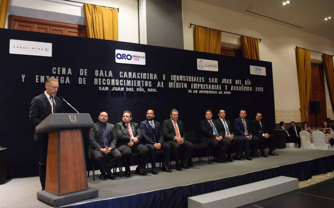 Entregan reconocimiento al Mérito Empresarial - El Sol de San Juan del Río